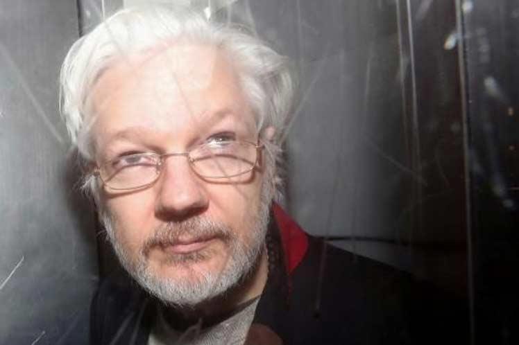Cómo Julian Assange evitó la extradición